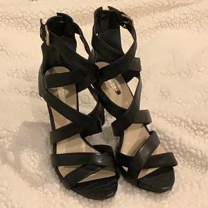 """Guess 4.5"""" Black Heels"""